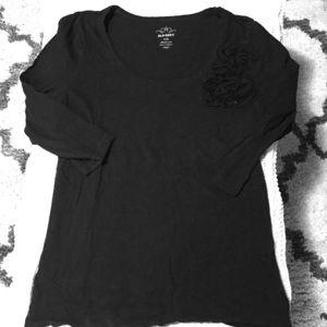 Old navy black 3/4 length sleeve w/ floral design